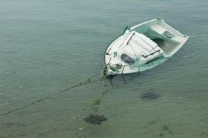 zerstörtes Sportboot